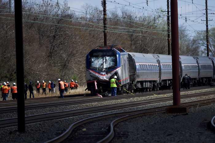 Philadelphia khuagei ah Amtrak meileng tuahsia, mi 2 si