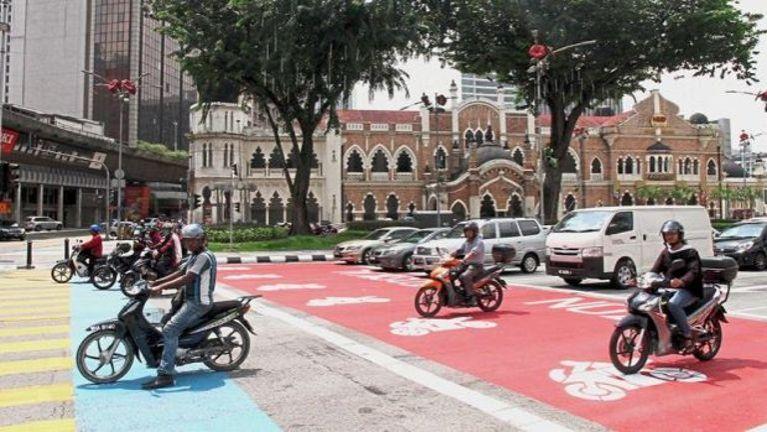 Kuala Lumpur khuasung ah Motorcycle khawlnading atuamin ki bawlsakta ~ ZD