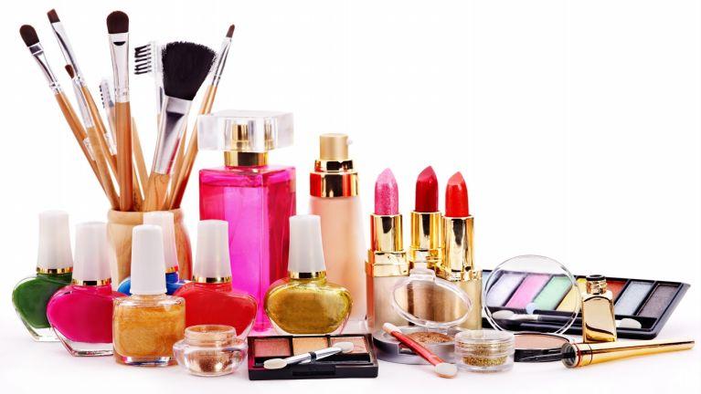 "Malaysia gamsung ah numei te kipuahna ""Cosmetic Product"" azat huailo nam 7 kipulak"