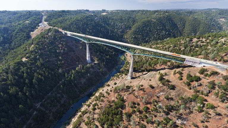 California Bridge tungpan Selfie akizaihsawm numei khat kiasuk ~ ZD