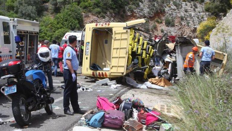 Turkey gamsung ah Tourist Bus khat tuahsia in mi 23 si, 11 liam