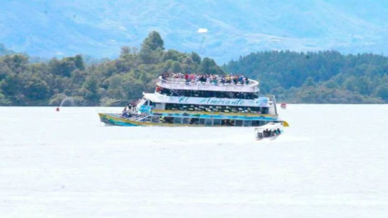 Colombia gamah gamdangmi Tourist apua Boat khat kibung in mi 3 si, 30 mangcip