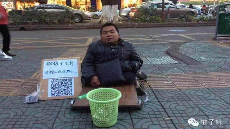 China ah khutdawhngen te Mobile Phone panin QR Code tawh ki piathei