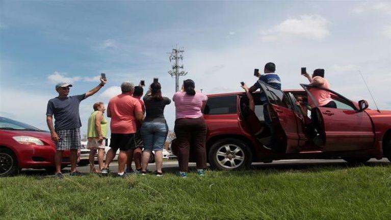 Hurricane Maria huihpi in anawk khitzawh Puerto Rico ah Phone Signal hamsa mahmah