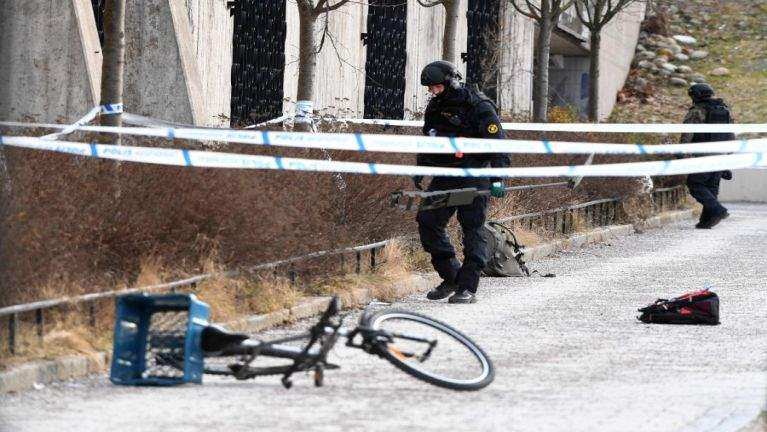Sweden, Stockholm khuapualam ah Bomb puakkham, mi 1 si, 1 liam