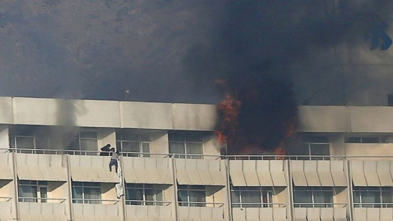 Afghanistan, Kabul khuasung aom Hotel ah thautawi migilo te lut, mi 30 val si