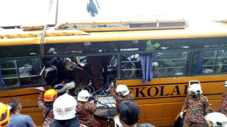 Sangnaupang apua School Bus khatleh Lorry kiphukha, mi 4 si, 6 liam