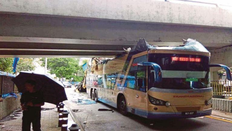 KL khuasung ah Double-decker Bus khat atungdawlteng kinawkkha