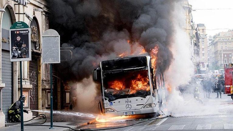 Italy, Rome khuapi sungah Passenger Bus khat meikang in puakkham