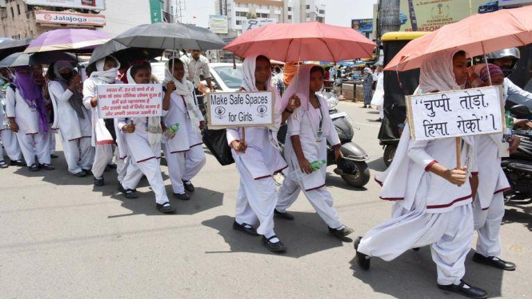 India gamsung ah tapasal deihluat manin kumsim in numeino 240,000 in sihlawhden