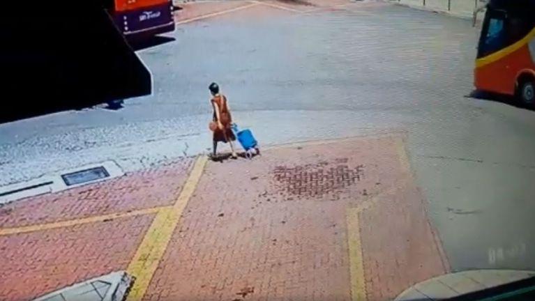 Malaysia, JB Bus khawlna ah pitek khat aki taihkhak laitak Video ki khahkhia
